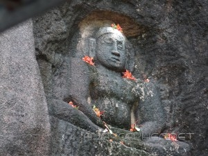 Thirthankara image on the mantle