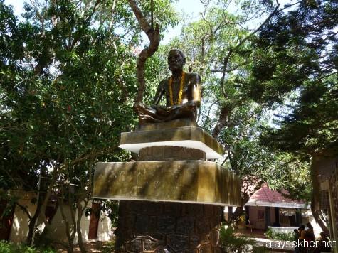Narayana Guru statue in Narayana Gurukulam, Varkala.