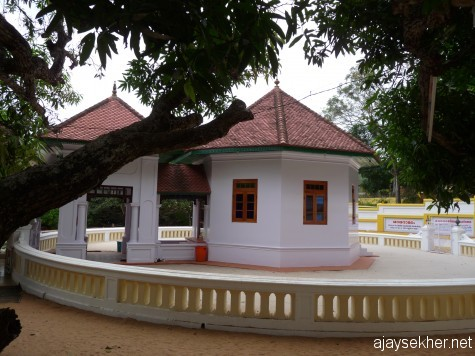 Sarada installation by Narayana Guru at Sivagiri where he used the Jain imagination of the deity rather than the Brahmanical one.