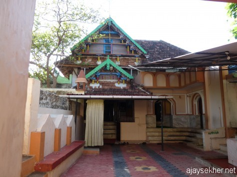 Thottunkal Pally, Ponnani one of the ancient mosques in Kerala founded in 8th century.  Ponnani houses around 50 Pallys and is known as the Mecca of the south east.  It also hosted the Al-azhar University of Islamic and Arabic studies in the early middle ages.