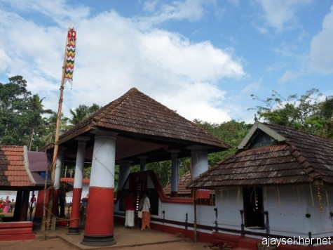 Pallyil temple Perinjanam.  On the right the shrine of Vishnu/Krishna facing east.  On the left the main shrine of the goddess facing north.  In Neelamperur too the goddess is facing the north.