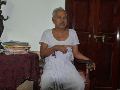 Aandi Kutty Master narrating the early 20th century saga of Pariyapuram and the Buddhist cave at his home in Pariyapuram.  Early Apl 2013.  Thanks to his family for good coffee and jack chips.