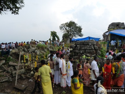 Tamil and Kerala pilgrims atop the Mangalamadantai Kottam near Kumaly on the day of Chitra Paurnami, 25 apl 2013.