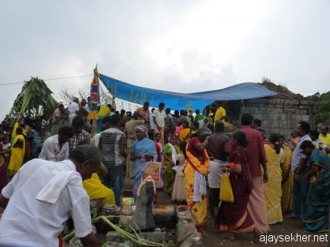 People struggling to get into the Kannaki shrine at Mangaladevi Kottam on Chitra Paurnami day, 25 apl 2008.
