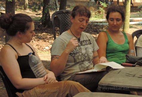 Prof (Dr) Wendy Morrison discussing the excavations with her students from Oxford University at Pattanam.