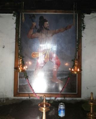 Parsurama or the Brahman high priest with an axe also said to be Paramara Parasurama the 9th century conqueror is worshiped now in Trikariyur temple near Kotamangalam.