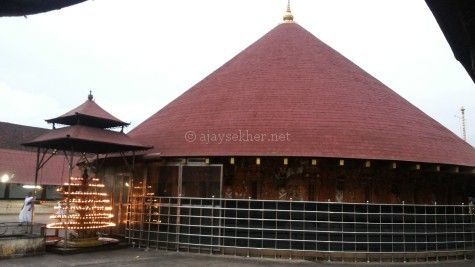 Vatta Kovil or Vattadage or rounded sanctorum at Vaikam; exactly like a well rounded Stupa. Vattams and Mukal Vattams or apsidal or Gajaprishta style are reminiscent of Buddhist Stupa and Chaitya architecture. Vattams are abundant in Kerala and Ceylon.