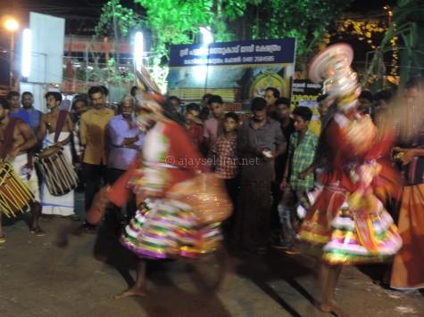 Garudan Paravai at Pallypuratu Kavu, Kottayam, 24 Apl 2016.